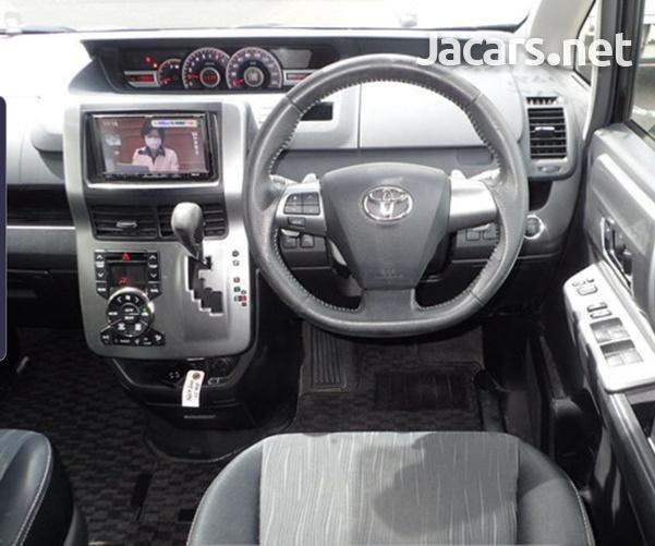 Toyota Voxy 1,8L 2012-6