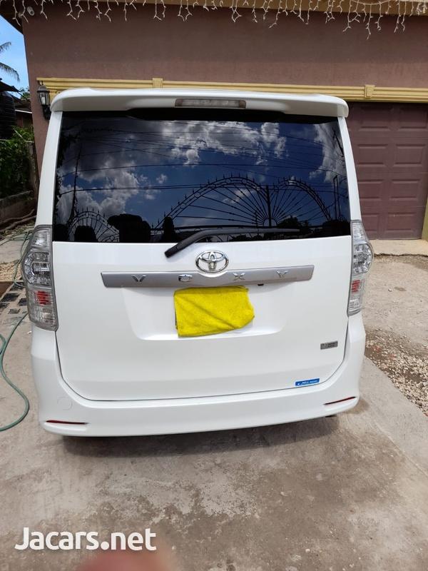Toyota Voxy 2,0L 2010-10