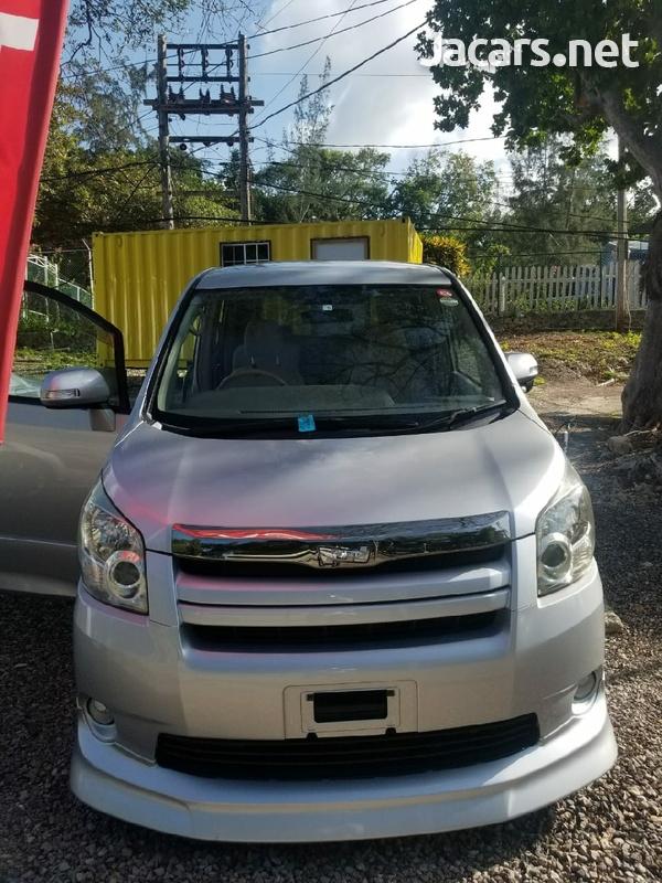 Toyota Noah 1,9L 2010-1