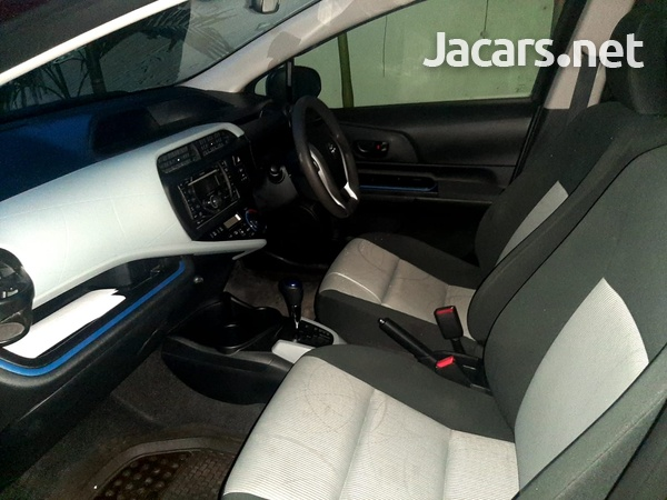 Toyota Aqua 1,5L 2014-6