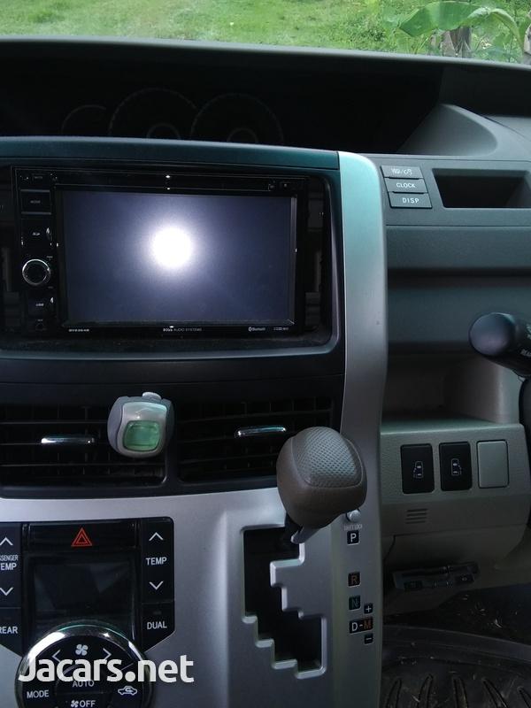 Toyota Noah 2,0L 2011-7