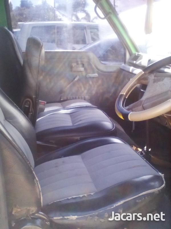 Isuzu Pick-up 2,5L 2003-6