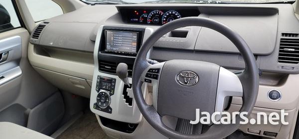 Toyota Noah 2,0L 2012-6