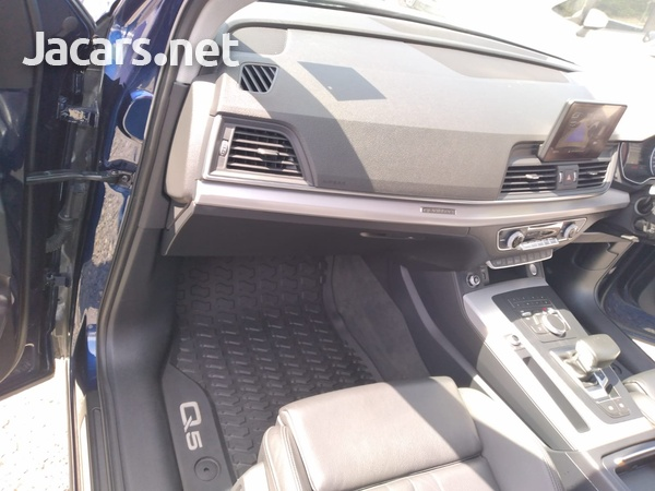 Audi Q5 2,0L 2018-9