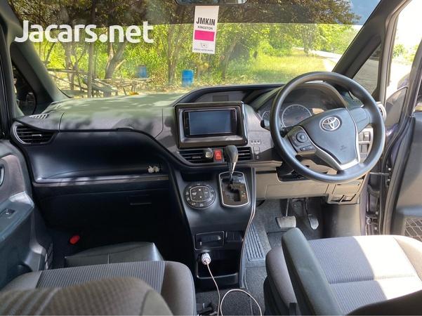 Toyota Voxy 2,0L 2014-4