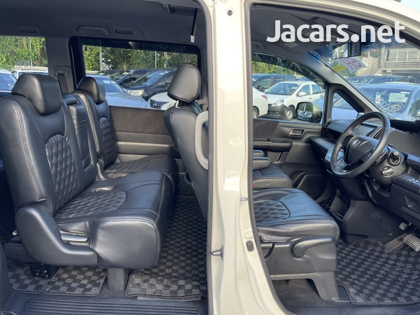 Honda Stepwgn Spada 2,0L 2012-9