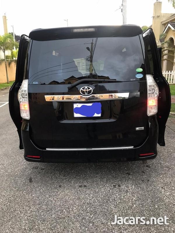 2013 Toyota Voxy-1