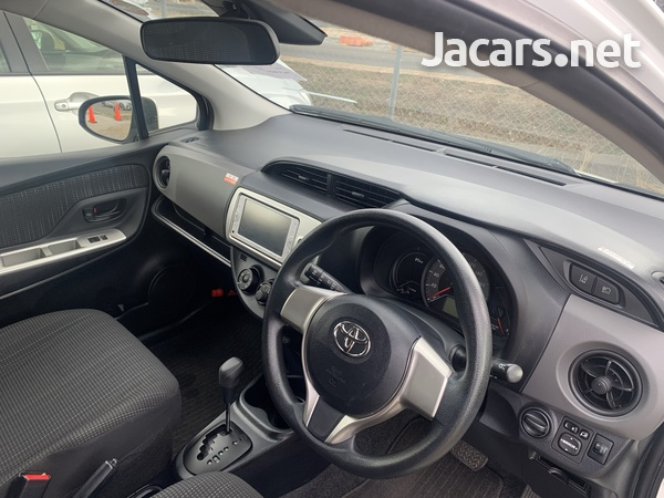 Toyota Vitz 1,0L 2016-3