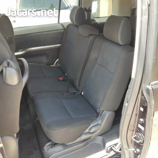 Toyota Isis 1,9L 2014-5