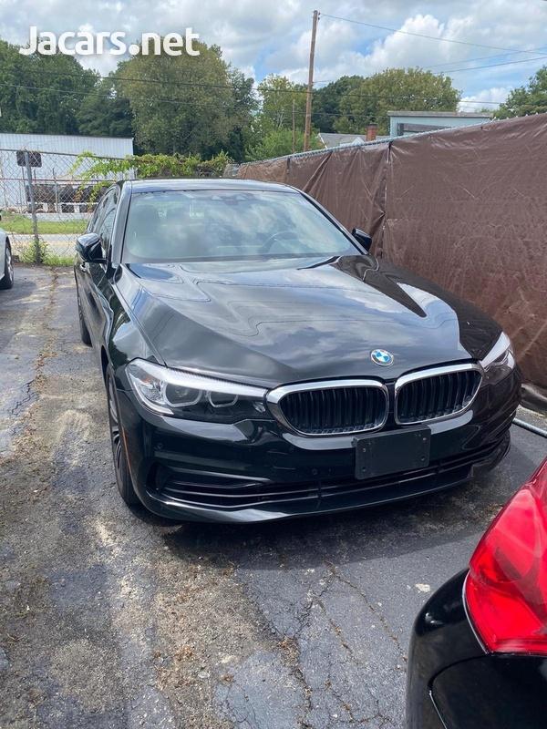 BMW 5-Series 3,0L 2019-13