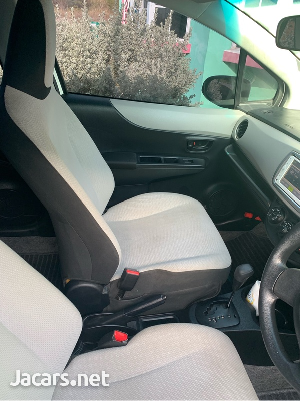 Toyota Vitz 1,0L 2013-3