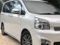 Toyota Voxy 1,8L 2013
