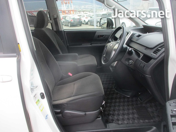Toyota Voxy 2,0L 2011-13