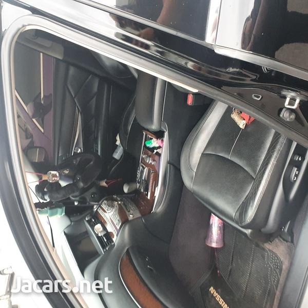 Nissan Fuga 2,5L 2010-8