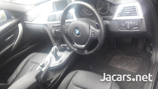 BMW 3-Series 1,9L 2013-6