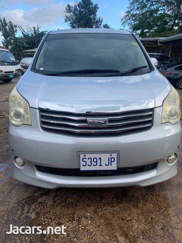 Toyota Noah 2,0L 2011-9