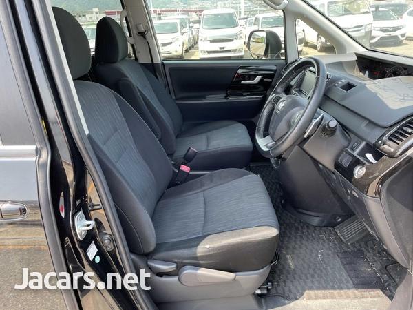 Toyota Noah 2,0L 2013-10