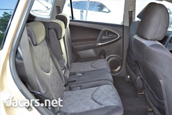 Toyota RAV4 2,1L 2011-6