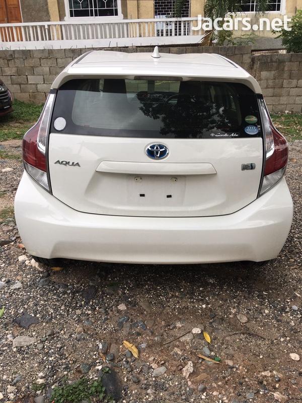 Toyota Aqua 1,5L 2016-3