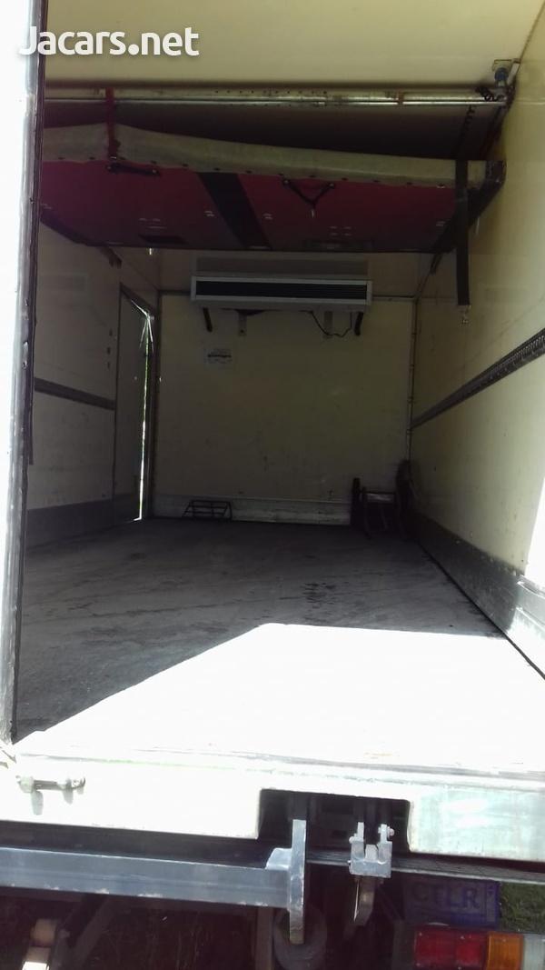 Isuzu box truck-8