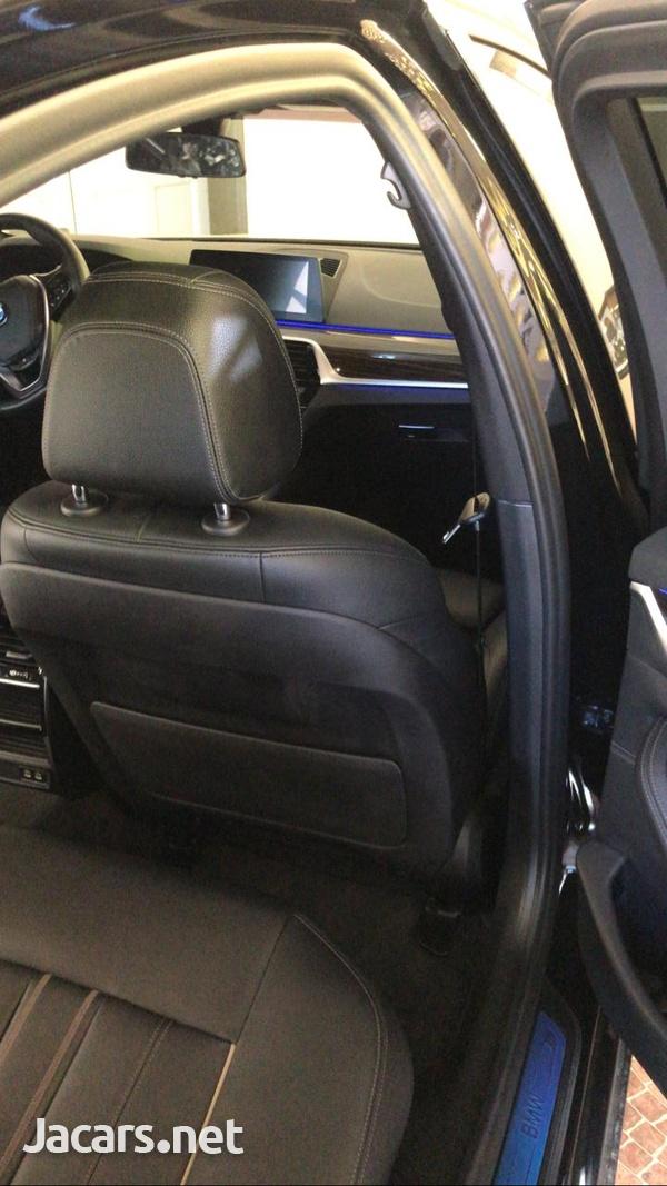 BMW 5-Series 3,0L 2019-8