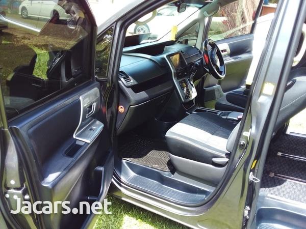 Toyota Voxy 2,0L 2013-12