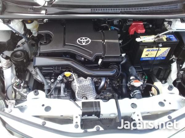Toyota Vitz 1,0L 2015-6