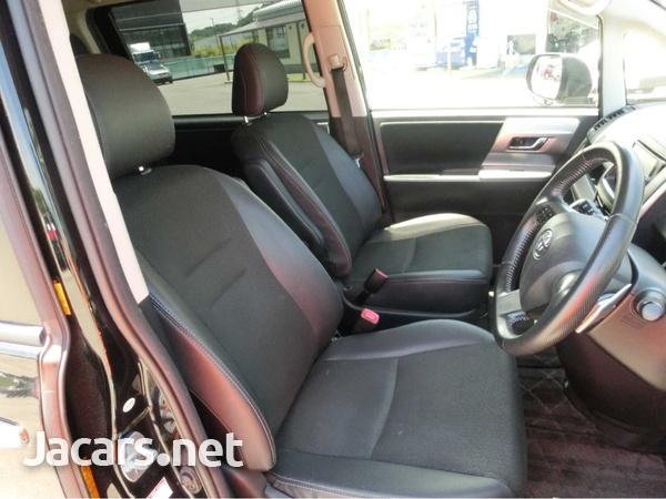 Toyota Voxy 2,0L 2013-4