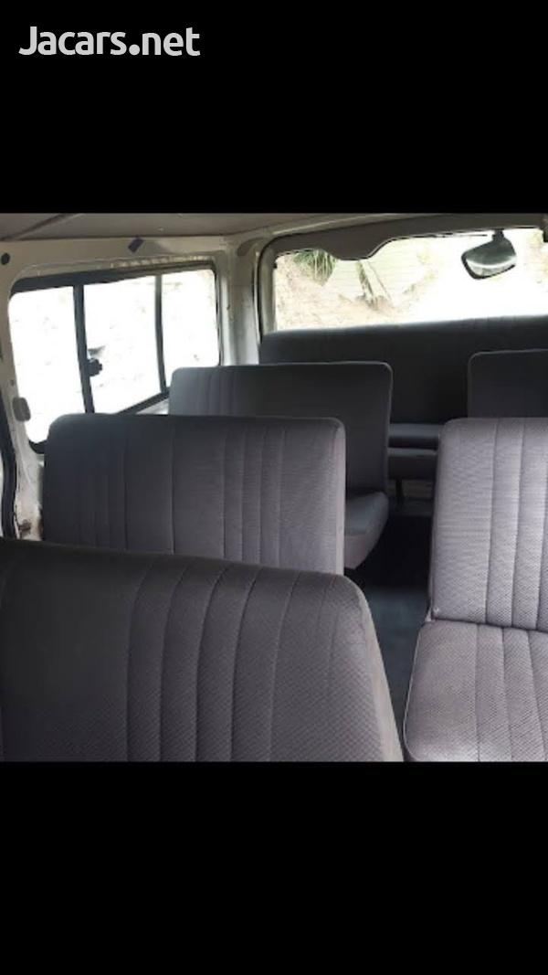 Toyota Hiace mini bus 2011-6