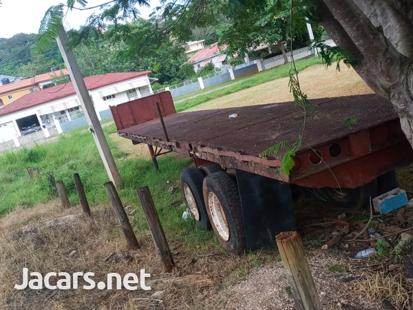 Trailer head and flatbed-15
