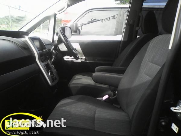 Toyota Voxy 1,9L 2010-5