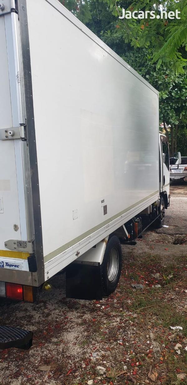 Isuzu Box Body Truck 5,0L 2011-3