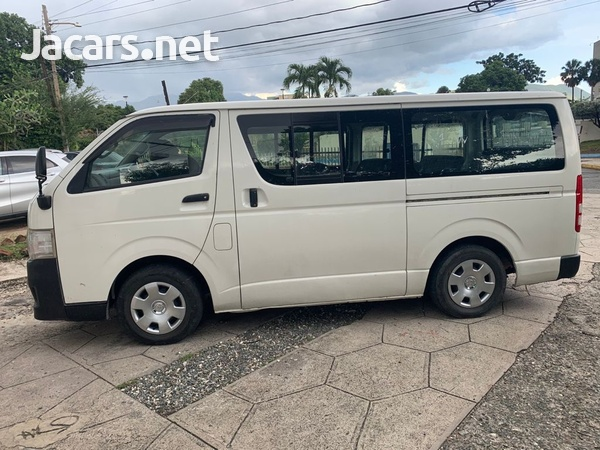 2011 Toyota Hiace Bus-4
