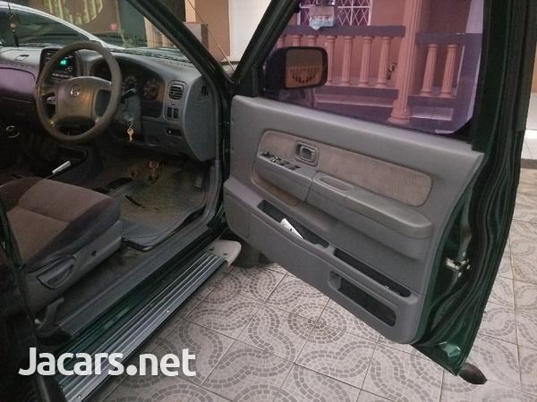 2004 Nissan Frontier-7