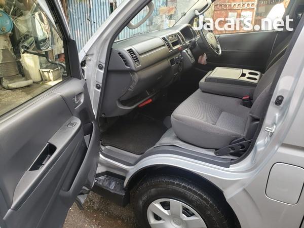 Toyota Hiace 2,5L 2014-7