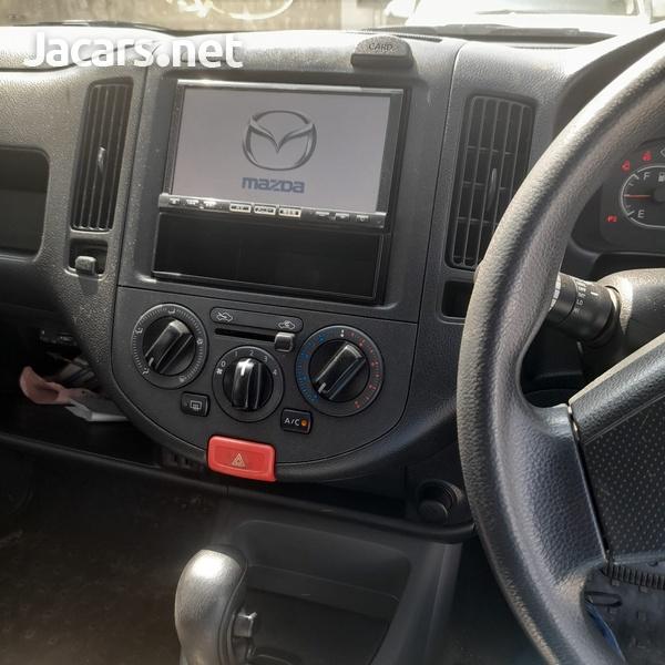Mazda Familia 1,5L 2015-5