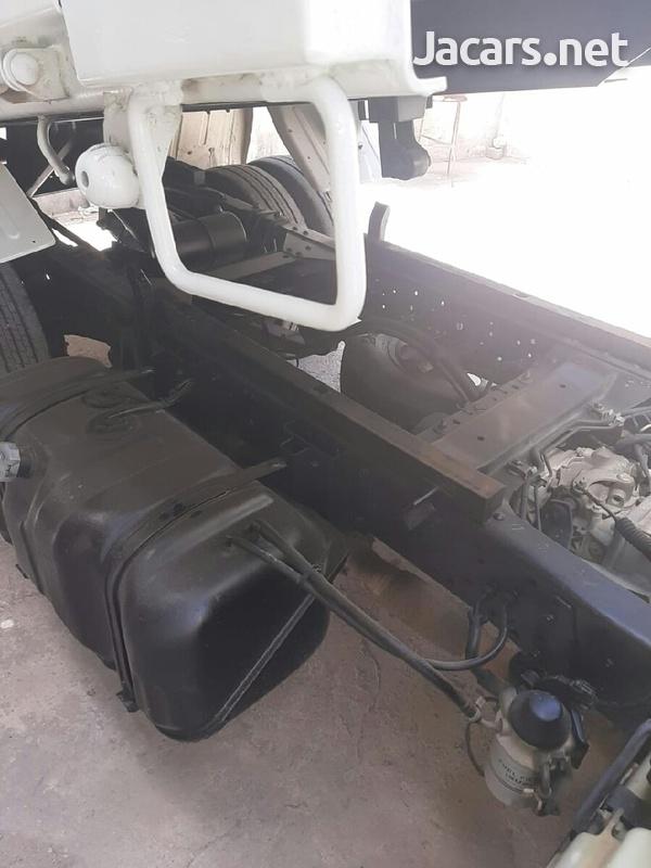 2006 Isuzu Truck-2