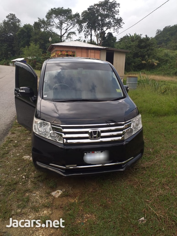 Honda Stepwgn 2,0L 2014-1