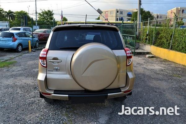 Toyota RAV4 2,1L 2011-4
