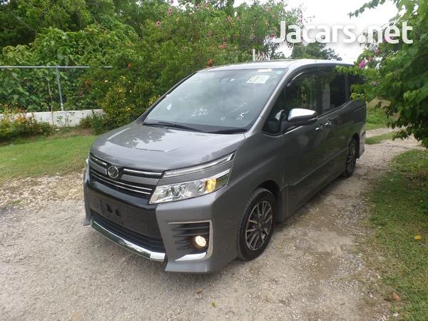 Toyota Voxy 2,0L 2016-1