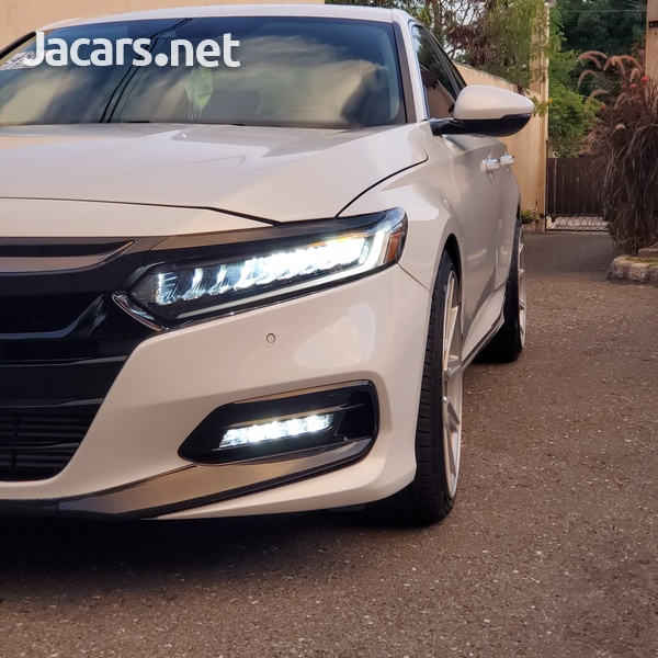 Honda Accord 2,0L 2020-1