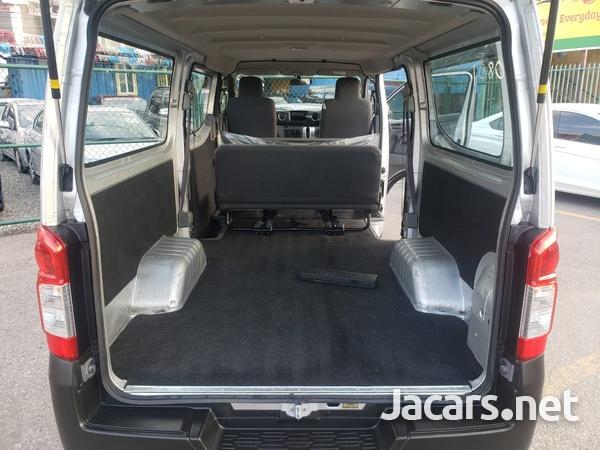 Nissan Caravan 2,5L 2016-8