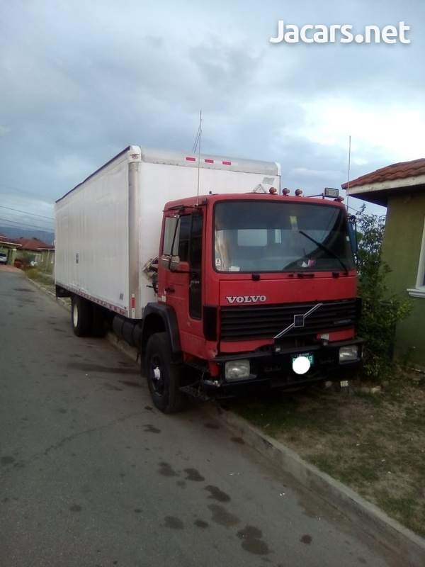 Volvo 15 ton box truck with air conditions-1
