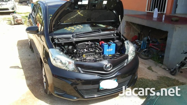 Toyota Vitz 1,3L 2014-3