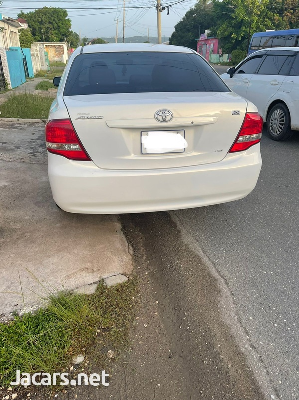 Toyota Axio 1,5L 2010-8