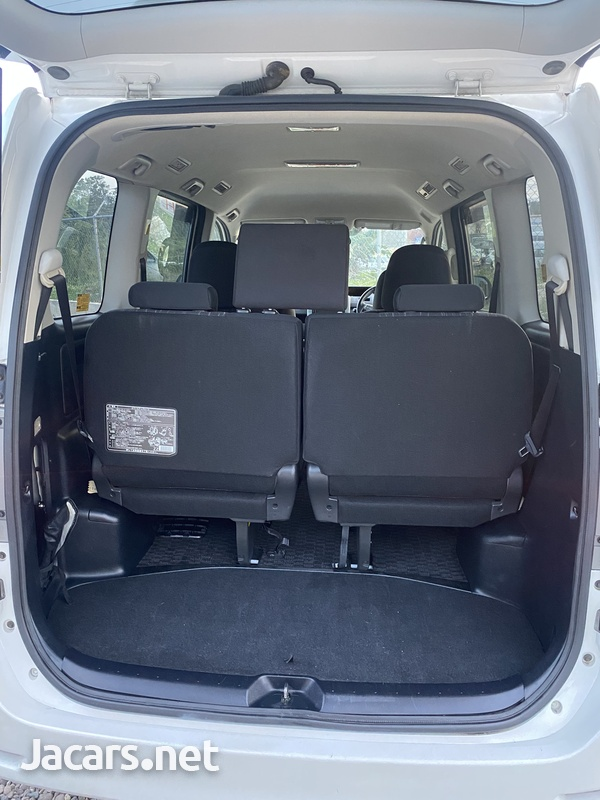 Toyota Voxy 2,0L 2011-10