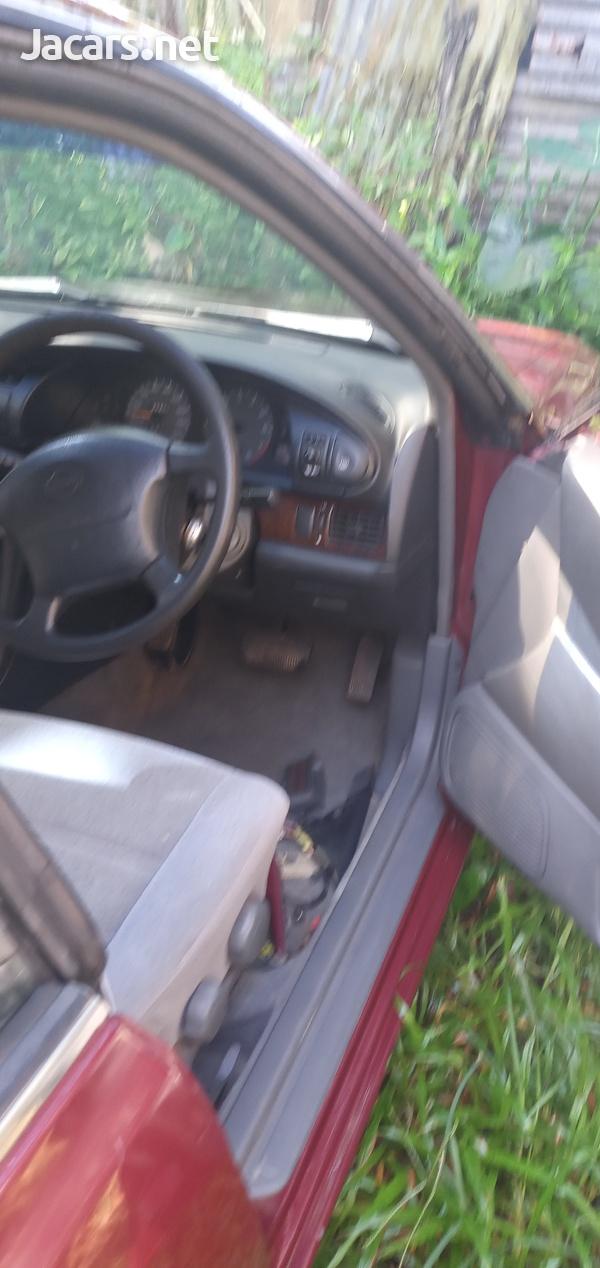 Nissan Bluebird 2,4L 1995-4