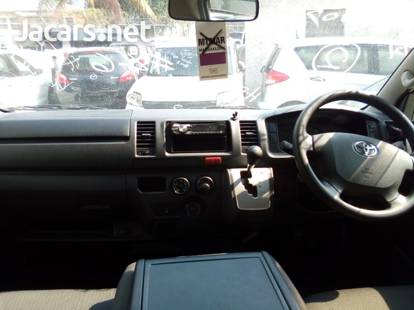 Toyota Hiace Bus 2016-7