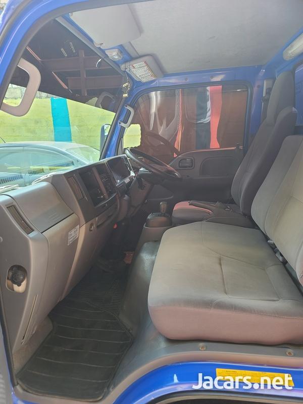 Isuzu Box Body Truck 3,5L 2012-10