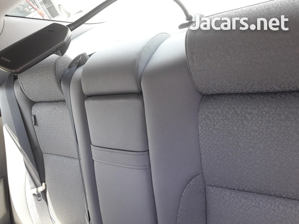 Toyota Crown 2,5 2012-5